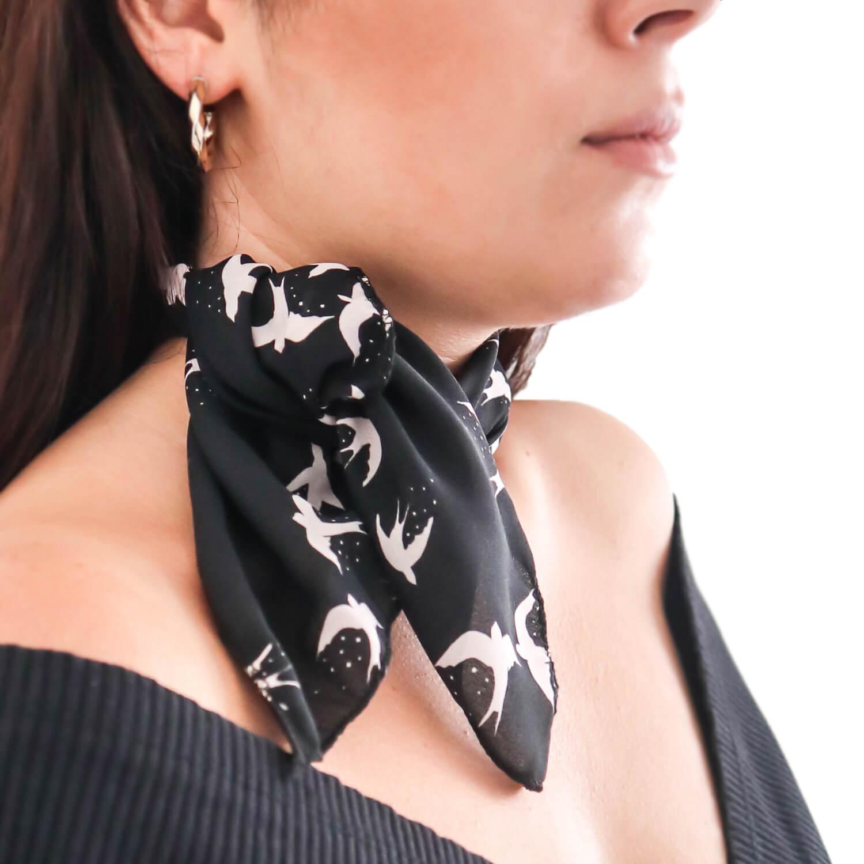 Siyah Kuş Desenli Fular