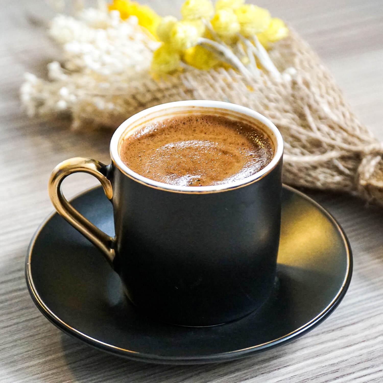 siyah-turk-kahvesi-fincani