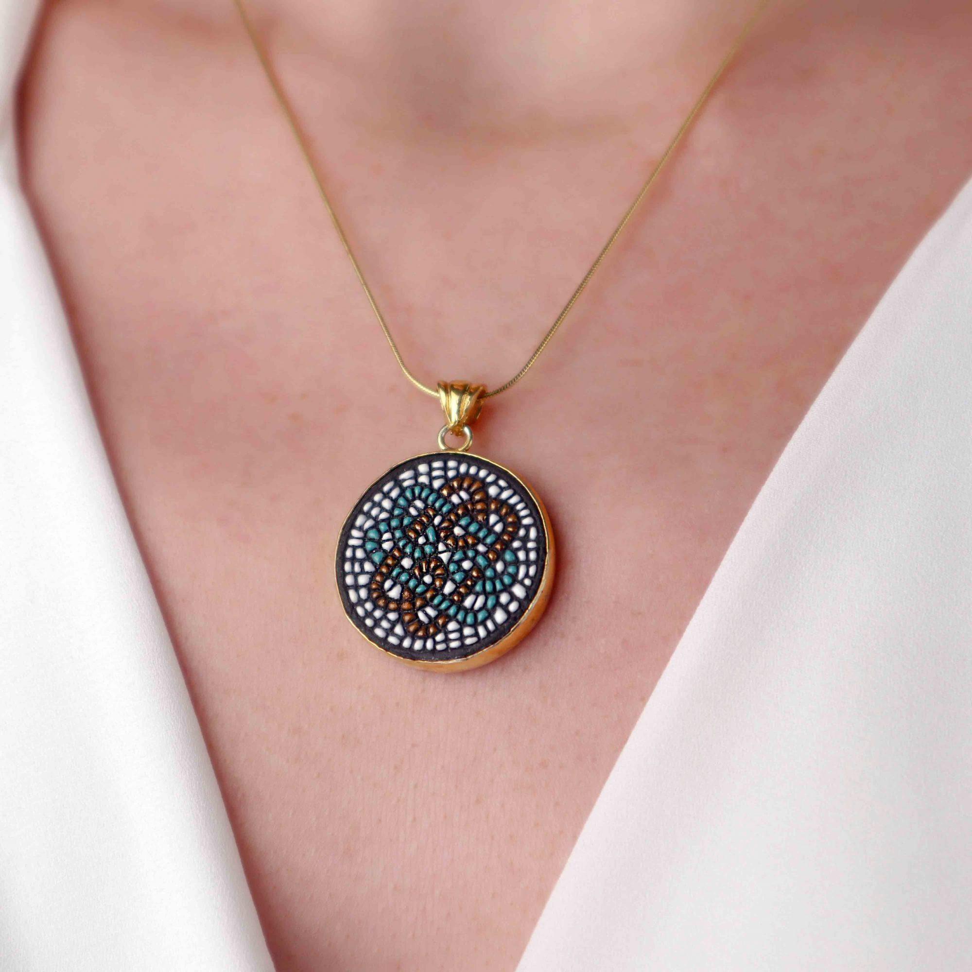 Gold - 925 Ayar Gümüş Seramik Taşlı Altın Kaplama Berceste Kolye
